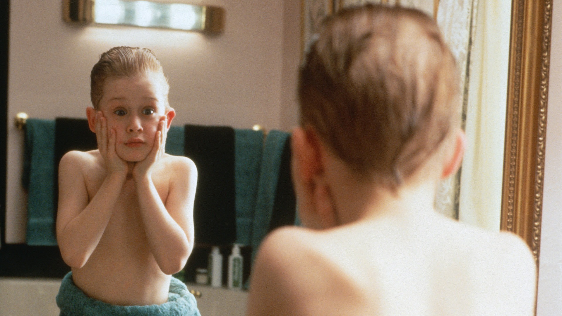 Home Alone Kevin washes up scene